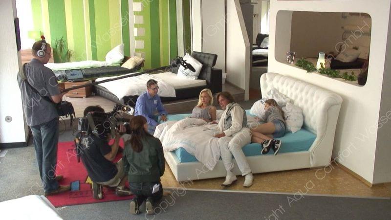 j rgen und ramona drews schlafen auf einem wasserbett von aqua comfort. Black Bedroom Furniture Sets. Home Design Ideas