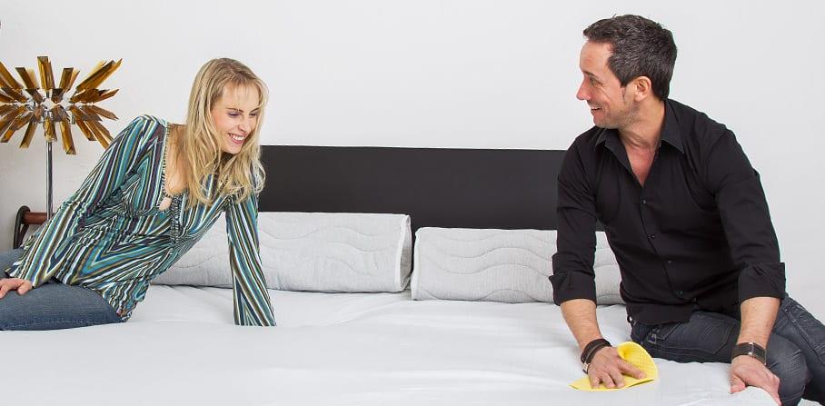 wie pflege ich mein wasserbett. Black Bedroom Furniture Sets. Home Design Ideas